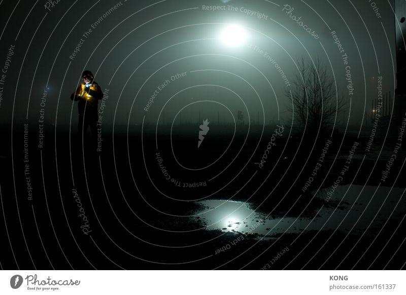 seelenfang dunkel gruselig Nacht mystisch Geister u. Gespenster Licht Flutlicht Flucht Vergänglichkeit Langzeitbelichtung Spuk Scheinwerfer