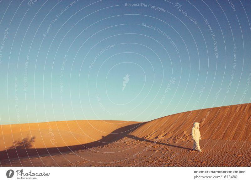 Ich bin weg Kunst Kunstwerk ästhetisch Eisbär Düne Stranddüne Sand Sandstrand Tier Kostüm Ferne Sommer Sommerurlaub Eyecatcher Blauer Himmel Unsinn Existenz