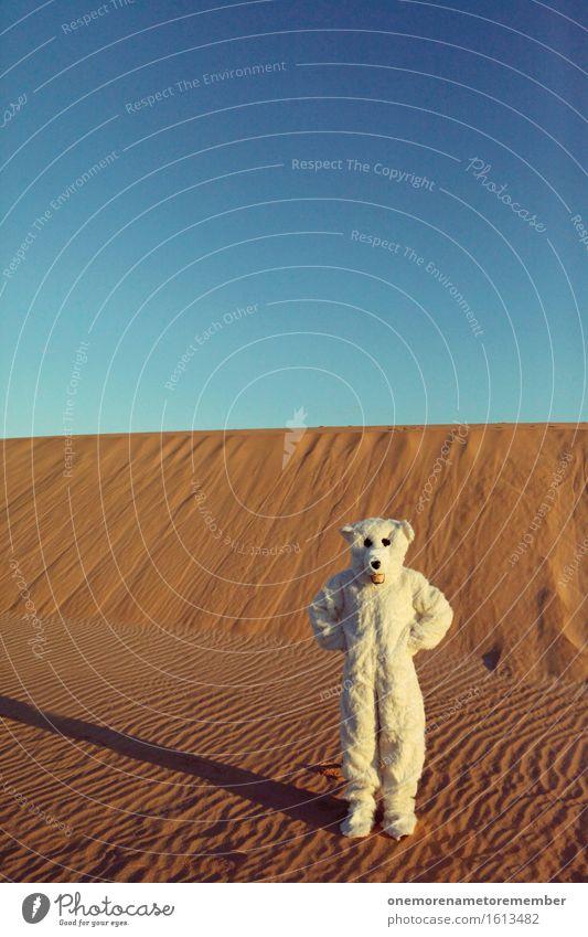Was'n hier los? Kunst Kunstwerk ästhetisch Eis Eisbär Wüste Irritation verirrt Sand verrückt außergewöhnlich Kreativität Kostüm Eyecatcher weiß Fell heiß Wärme