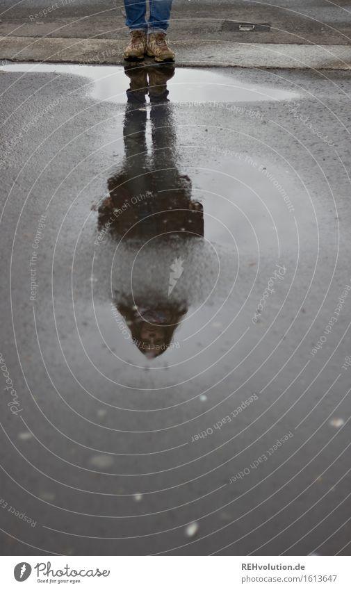Julia | in der Pfütze Mensch Jugendliche Junge Frau 18-30 Jahre Erwachsene feminin außergewöhnlich Stimmung Regen authentisch stehen warten nass Coolness
