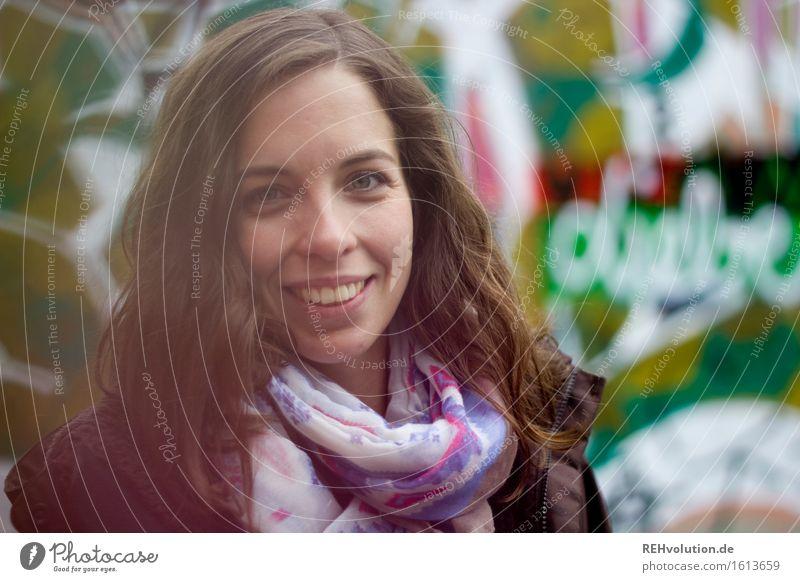 Julia Student Mensch feminin Junge Frau Jugendliche Gesicht 1 18-30 Jahre Erwachsene Lächeln Freundlichkeit Glück trendy schön grün Freude Fröhlichkeit
