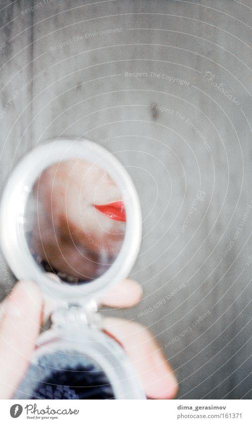 Frau Hand schön rot Farbe Wand grau Mauer Lippen Spiegel Reflexion & Spiegelung blitzen