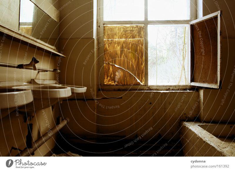 Waschraum Raum Örtlichkeit Verfall Leerstand Vergänglichkeit Zeit Leben Erinnerung Zerstörung alt Waschbecken Spiegel Bad Fenster Sauberkeit verfallen