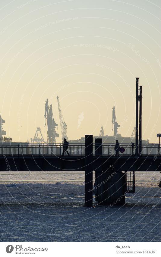 Hafen im Winter Eis Brücke Abend Kran Hafenkran Sonnenuntergang Hamburg Elbe Fluss