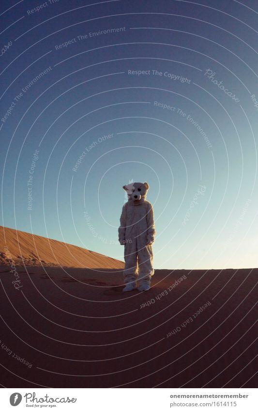 Freund Eisbär Kunst Kunstwerk ästhetisch Bär Wüste Klimawandel Irritation verirrt Kostüm verrückt Fell verkleidet Einsamkeit außerirdisch Erde Planet