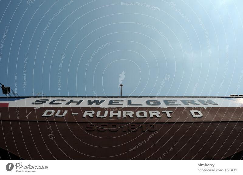 ruhrpott alt weiß blau kalt Bewegung Wasserfahrzeug planen Horizont Industrie Zukunft Güterverkehr & Logistik Tourismus Schriftzeichen außergewöhnlich Duisburg Stahl