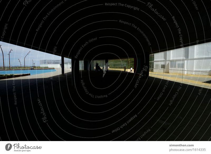 Perspective Stadt Haus Bauwerk Gebäude Architektur Fassade Terrasse Schwimmbad Fenster Sehenswürdigkeit Surrealismus Aussicht Cadiz hell dunkel Glas Vorderseite