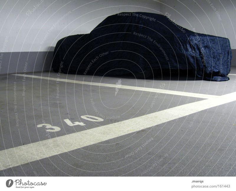 Sonntagsfahrer PKW Straßenverkehr Verkehr Garage Ziffern & Zahlen Mobilität Wirtschaft Autofahren Parkplatz Fahrzeug parken Personenverkehr Schriftstück