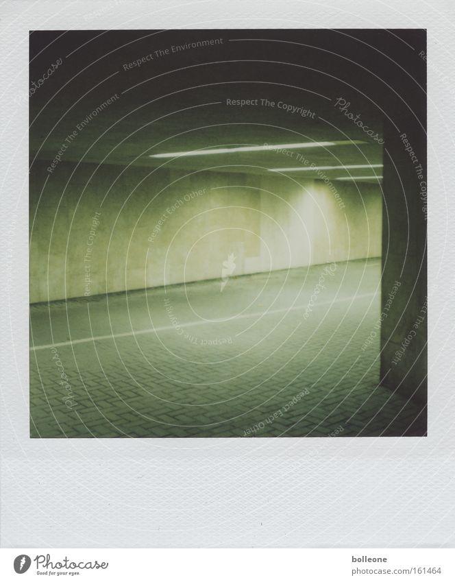 ...nur bei dunklem Mondenschein... grün Stadt dunkel Angst Polaroid gefährlich bedrohlich Gewalt verfallen Tunnel Panik Neonlicht Durchgang Platzangst