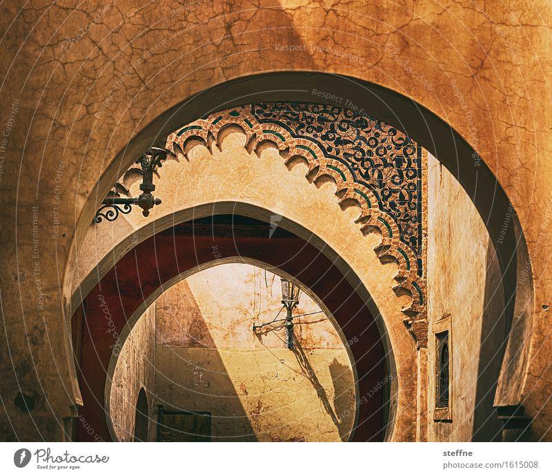 1001 Nacht träumen ästhetisch Märchen Naher und Mittlerer Osten Islam HDR Arabien Marokko Ocker Marrakesch Ornamentbogen Medersa