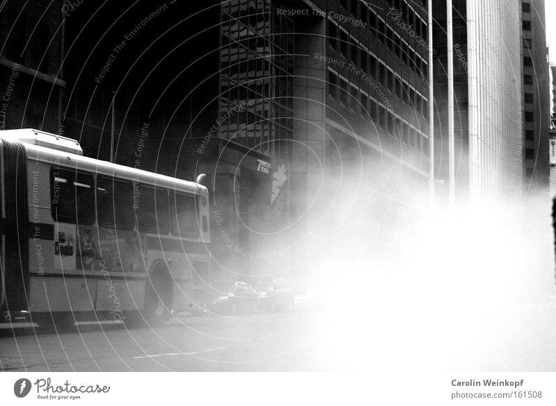 Steam. Wasserdampf Gully New York City Manhattan Wall Street Financial District Amerika Bus Haus Rauch Nebel USA