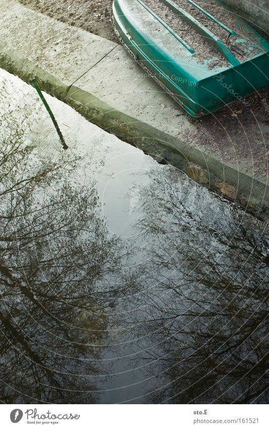 noch nicht die saison Wasserfahrzeug See Seeufer Flussufer Winter Baumkrone Reflexion & Spiegelung Gewässer Wetter Freizeit & Hobby Erholung Ausflug Spielen