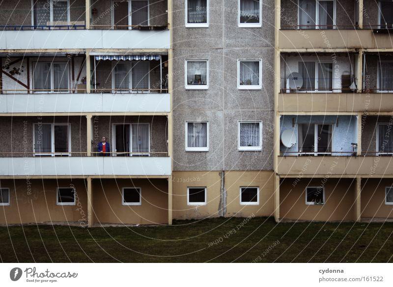 Sehnsucht Mann Haus Leben Gefühle Perspektive Hoffnung Zukunft Häusliches Leben Sehnsucht Balkon Vergangenheit DDR Osten Mieter Plattenbau