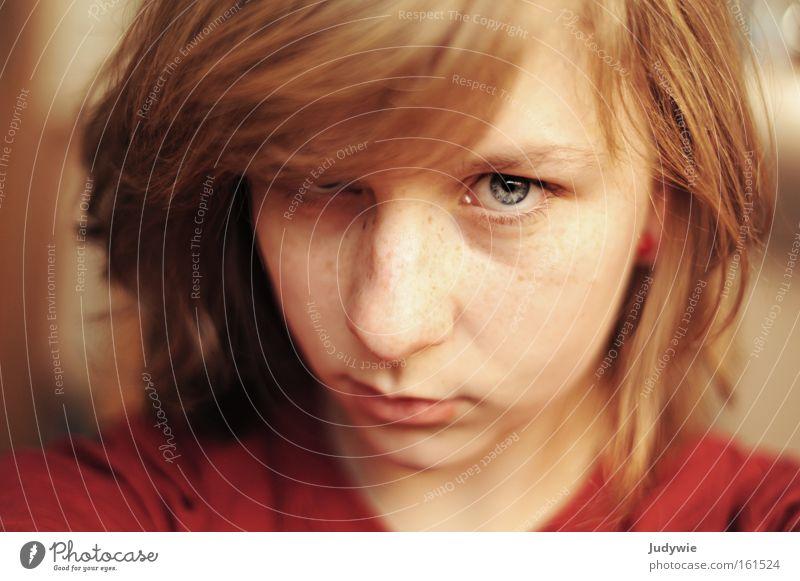 Ehrlich. Frau Mensch Kind Jugendliche schön blau rot Gesicht Auge Traurigkeit Kraft blond Erwachsene Trauer nah authentisch