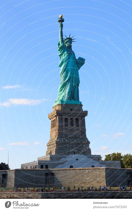 Die Freiheitsstatue in New York City Himmel Ferien & Urlaub & Reisen Stadt blau Tourismus Insel historisch Symbole & Metaphern USA Denkmal Statue Interesse Dame