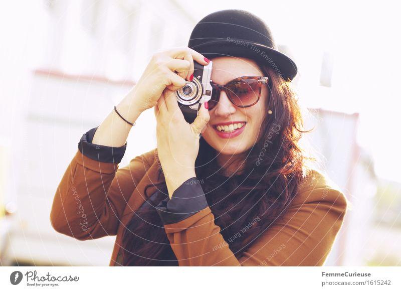 Bitte lächeln! :-) Lifestyle elegant Stil schön feminin 1 Mensch 18-30 Jahre Jugendliche Erwachsene Stadt Hipster Fotografie analog Freizeit & Hobby