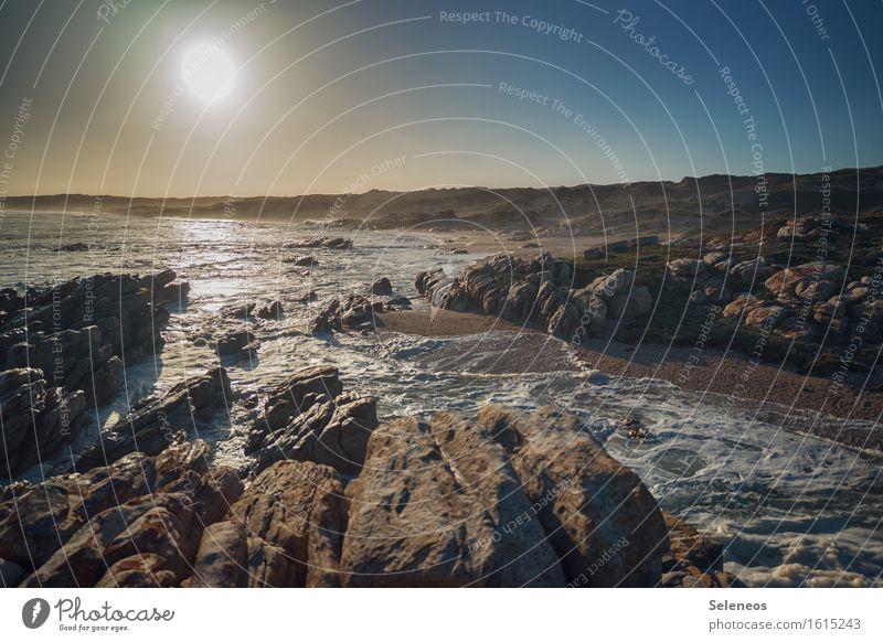 Küste Ferien & Urlaub & Reisen Tourismus Ferne Freiheit Sommer Sommerurlaub Sonne Sonnenbad Strand Meer Wellen Umwelt Natur Landschaft Wasser Horizont Felsen