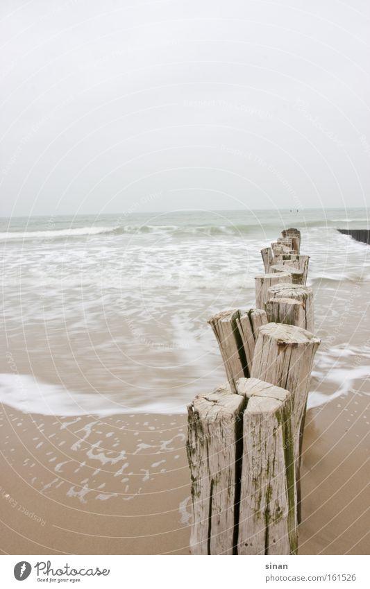 Zeeland Nordseestrand Strand Wasser Meer schlechtes Wetter kalt Holz Wellen Sand nass trüb Niederlande Horizont