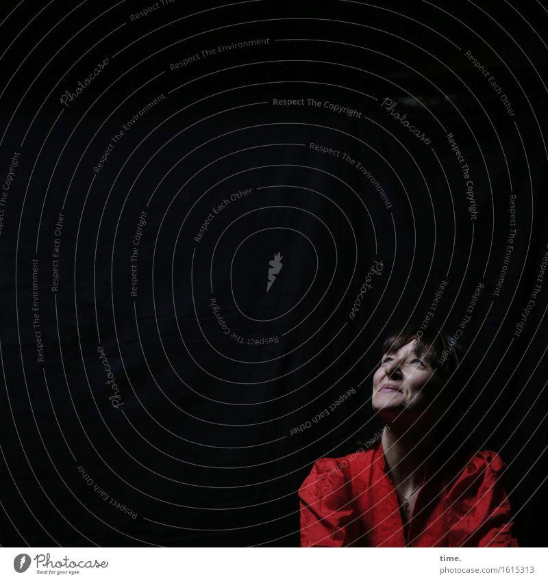 in the attic (V) feminin 1 Mensch Kleid schwarzhaarig langhaarig beobachten Lächeln Blick warten schön rot Zufriedenheit Lebensfreude Leidenschaft Vertrauen