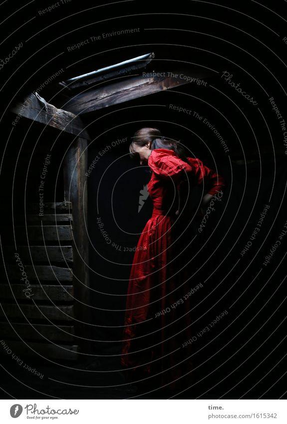 in the attic (III) Mensch schön Erotik Einsamkeit ruhig Leben feminin außergewöhnlich Zeit Stimmung stehen Romantik Kleid Gelassenheit Hütte Konzentration