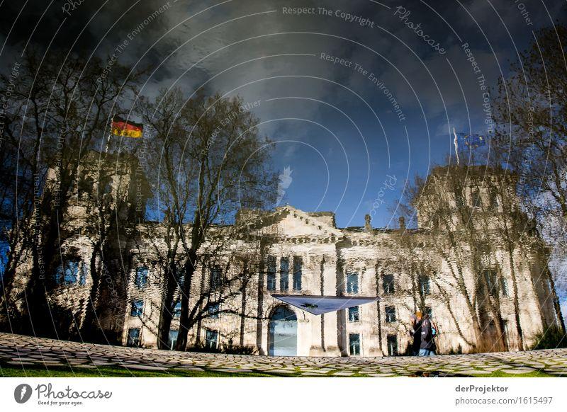 Im Spiegel der Geschichte Ferien & Urlaub & Reisen Haus Architektur Traurigkeit Berlin Gebäude Tod Deutschland Tourismus authentisch Ausflug Trauer Bauwerk Fahne Wahrzeichen Denkmal