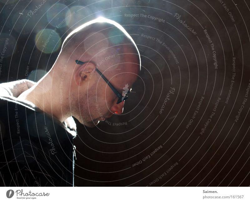 Erleuchtung Mann schön Denken Zufriedenheit maskulin Hoffnung Brille Konzentration nachdenklich Gedanke positiv Staub Erkenntnis Lichtpunkt Lichtstrahl
