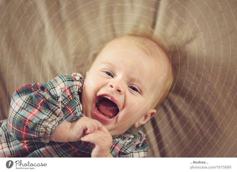 ... Glücklich ... Mensch feminin Kind Baby Kleinkind Mädchen Kindheit 1 0-12 Monate Lächeln lachen Fröhlichkeit schön braun Freude Zufriedenheit Lebensfreude