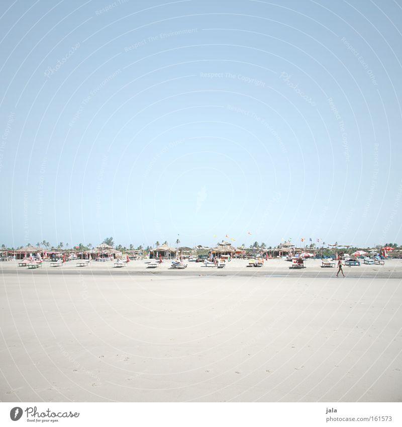 beach huts & sun beds Mensch Wasser Meer blau Strand Ferien & Urlaub & Reisen Sand hell Küste Reisefotografie Hütte Sonnenschirm Indien Palme Liegestuhl