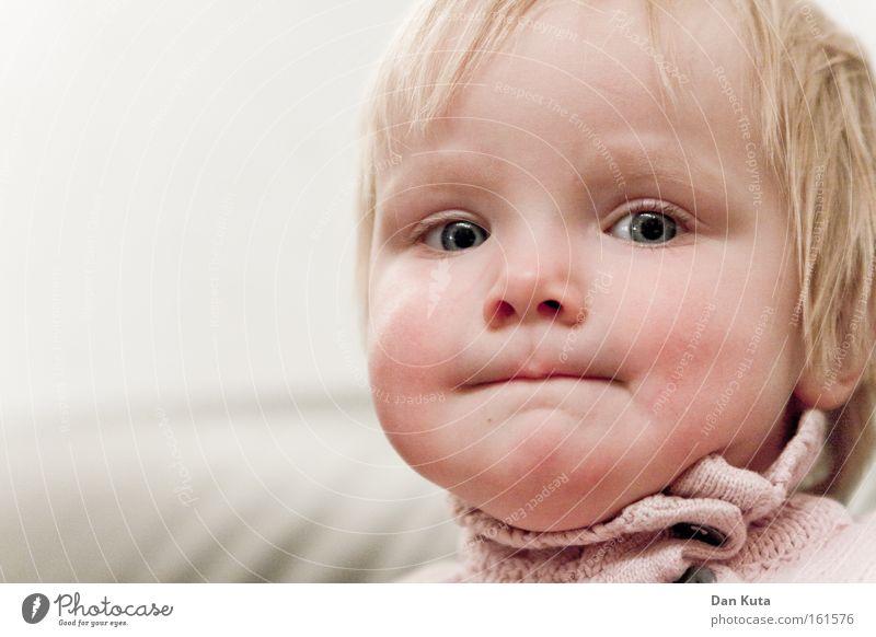 Ich hab die Schnauze voll! Kind Mädchen Gefühle Zufriedenheit blond süß gefährlich Lippen direkt Kleinkind Krise Entschlossenheit trotzig schmollen