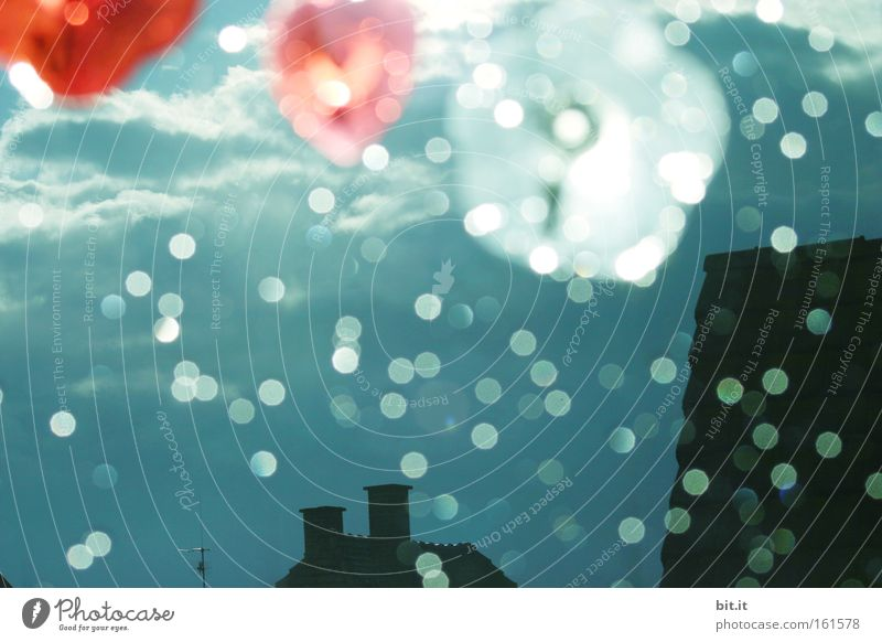 MY HOME IS MY CASTLE Sonne Himmel Gewitter Herz fliegen träumen Kitsch trashig Stimmung Surrealismus Lichtpunkt Schweben leicht Phantasie Regen