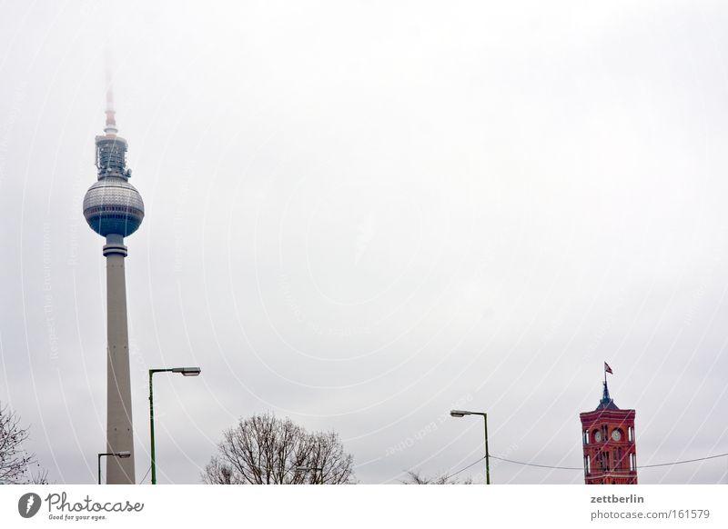 Palast der Republik (abgetragen) Berliner Fernsehturm Turm Alexanderplatz Hauptstadt Rotes Rathaus Senat Regierung Demokratie Wahrzeichen Horizont Regen Nebel