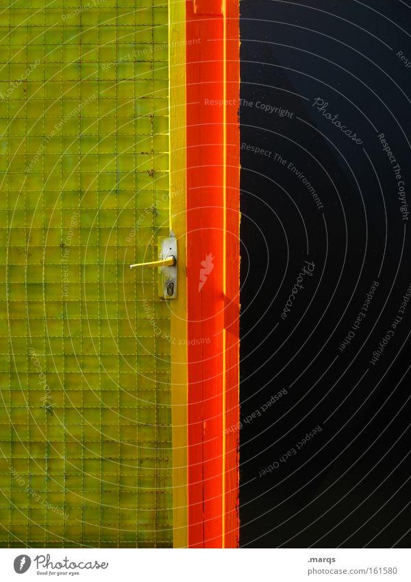 Welcome to Germany Farbfoto Außenaufnahme Textfreiraum links Textfreiraum rechts Textfreiraum oben Textfreiraum unten Totale Mauer Wand Tür leuchten gelb rot