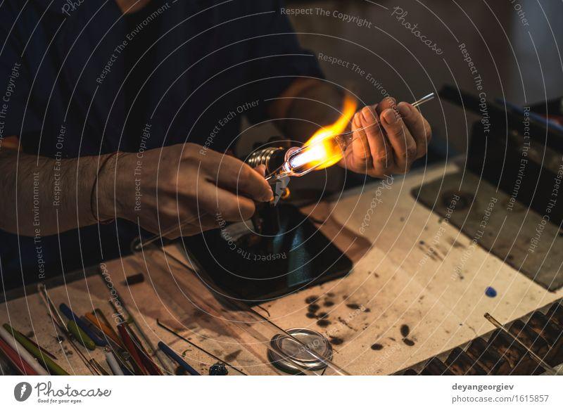 Manuelle Herstellung von Glaswaren Mensch Hand Kunst Arbeit & Erwerbstätigkeit Kultur Handwerk machen Werkzeug Basteln Mitarbeiter Produktion Venedig