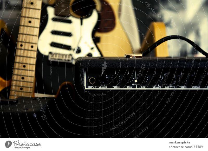 musik garage Gitarre Musik musizieren laut Krach Elektrogitarre Verstärker Lautstärke live Show Club Konzert Musikinstrument Schnur Punk Rockmusik