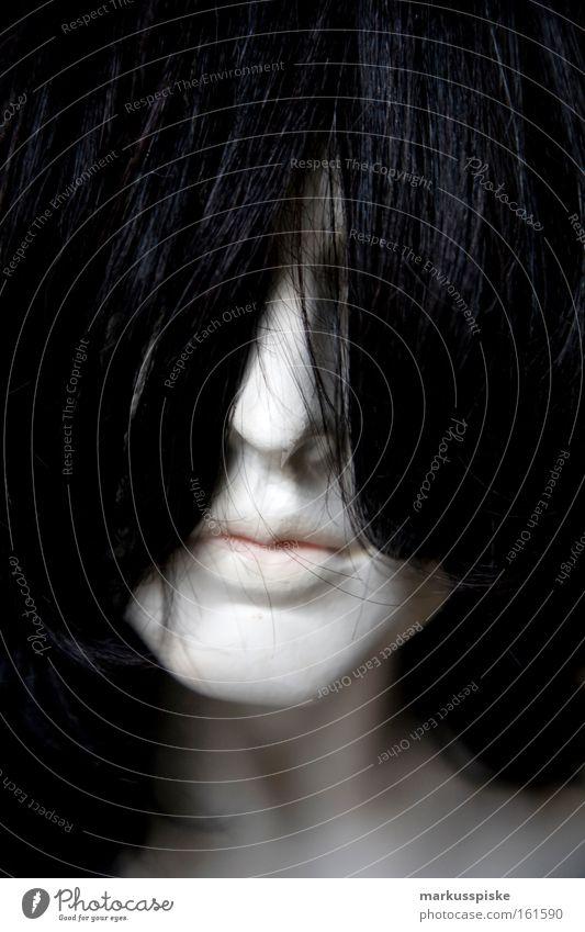 ich seh nichts? Frau weiß Gesicht schwarz dunkel Haare & Frisuren Mund Angst gefährlich Macht Club Schminke gestellt verdeckt Roboter Albino