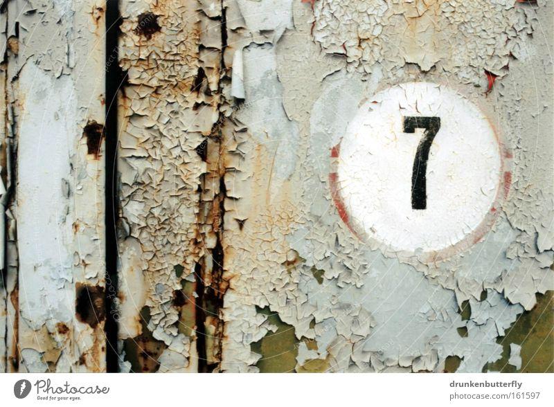 7 Ziffern & Zahlen Wand Lack alt Rost Eisen Kreis abblättern Verfall kaputt Hintergrundbild Vergänglichkeit Metall Tür Farbe