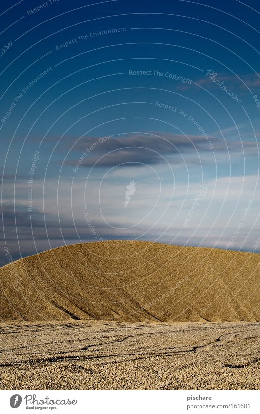 Düne/Schottergrube Erde Sand Himmel Hügel Wüste Stein blau gelb Stranddüne Kies Ödland Kiesgrube Mineralien schottergrube pischare Farbfoto