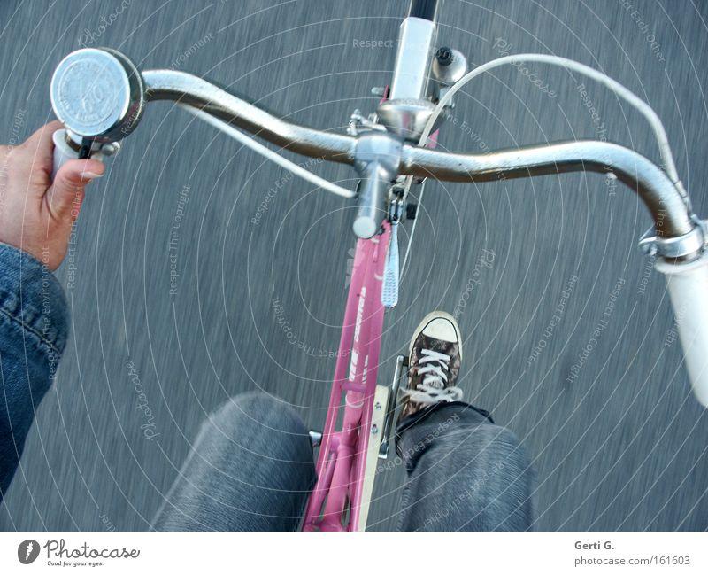 on tour Hand Ferien & Urlaub & Reisen Beine Gesundheit Fahrrad rosa Freizeit & Hobby fahren Jeanshose Schuhe Chucks Turnschuh Fahrradklingel