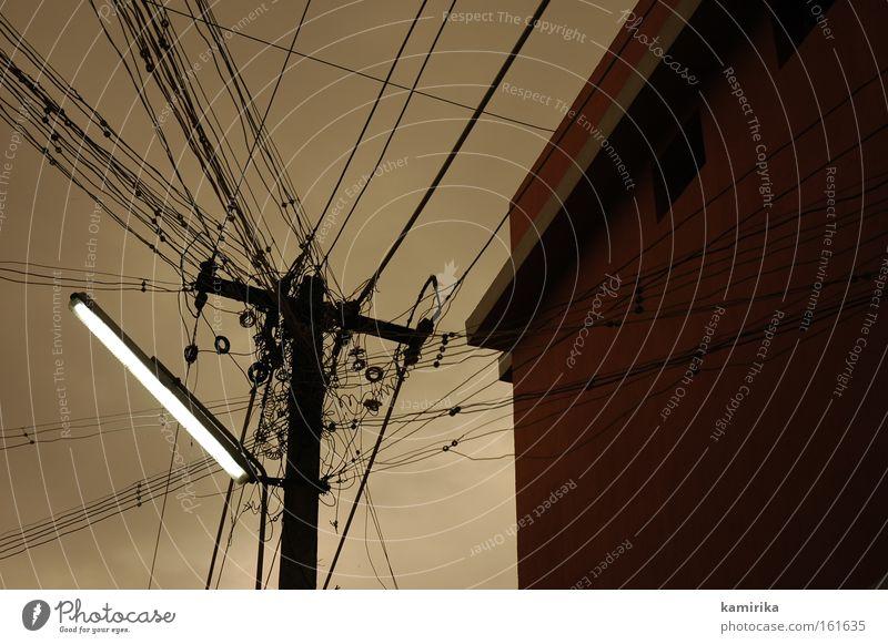 netzwerk Elektrizität Lampe Neonlicht Oberleitung Versorgung Anschluss Indien Leitung Strommast Netzwerk Strukturen & Formen