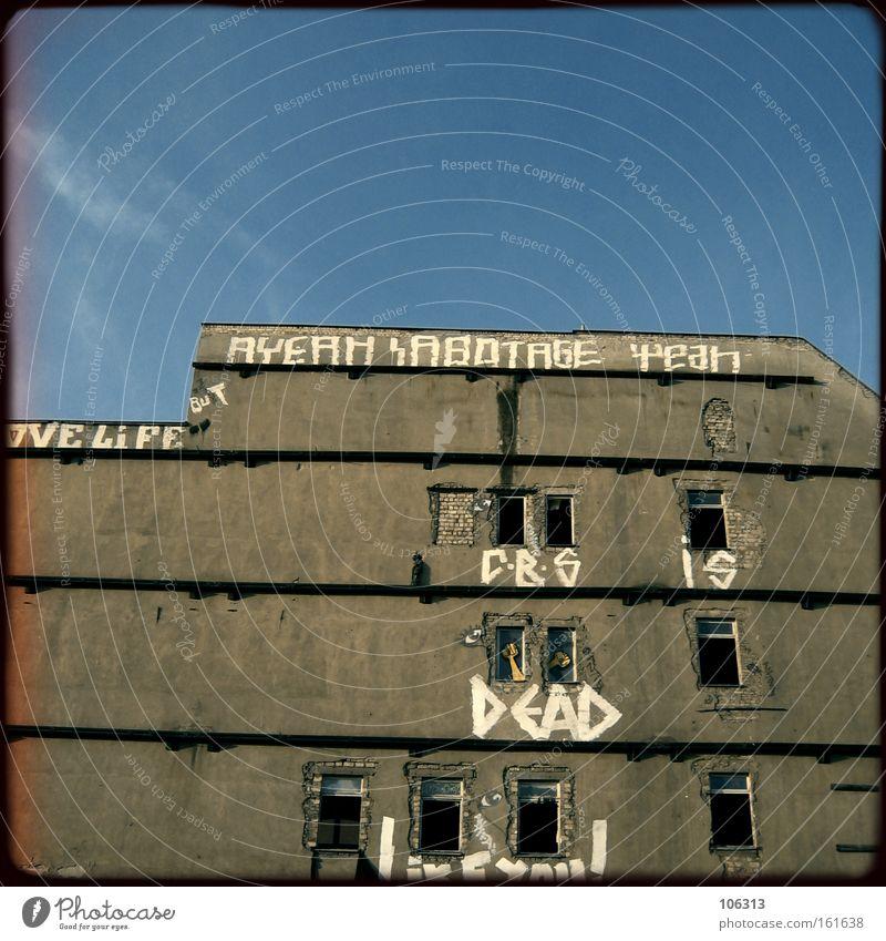 Fotonummer 116487 Himmel Haus Berlin Wand Fassade Vergänglichkeit Verfall
