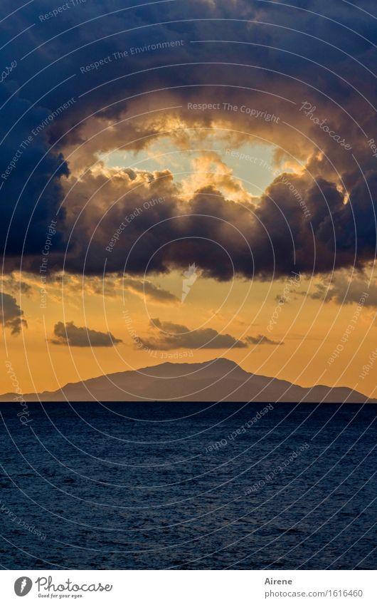 Sommerloch Urelemente Luft Wasser Himmel Wolken Horizont Sonnenaufgang Sonnenuntergang Meer Mittelmeer Golf von Neapel Insel Ischia Loch Öffnung außergewöhnlich