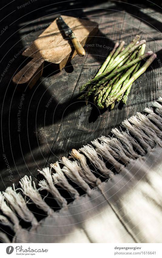 Spargel auf Weinlesetabelle Gemüse Ernährung Vegetarische Ernährung Diät Tisch Küche Holz dunkel frisch lecker grün altehrwürdig Hintergrund organisch
