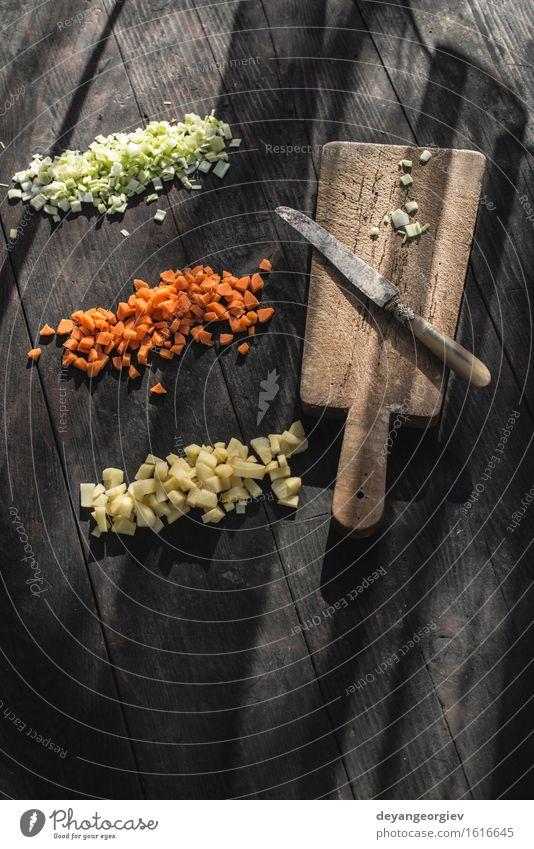Gewürfeltes Gemüse. Karotte, Kartoffel Ernährung Vegetarische Ernährung frisch gelb grün weiß gewürfelt gehackt Paprika Lebensmittel aufgeschnitten