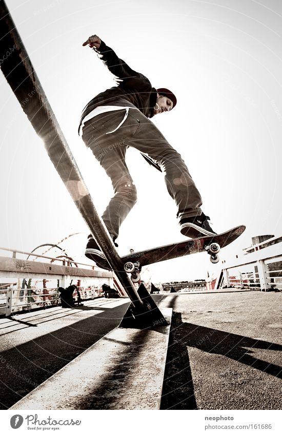 FS Bluntslide Skateboarding Feierabend Rolle rollen Holzbrett Drahtseil Außenaufnahme Dom Brücke gefährlich Weitwinkel Freude Unbekümmertheit Sonnenuntergang