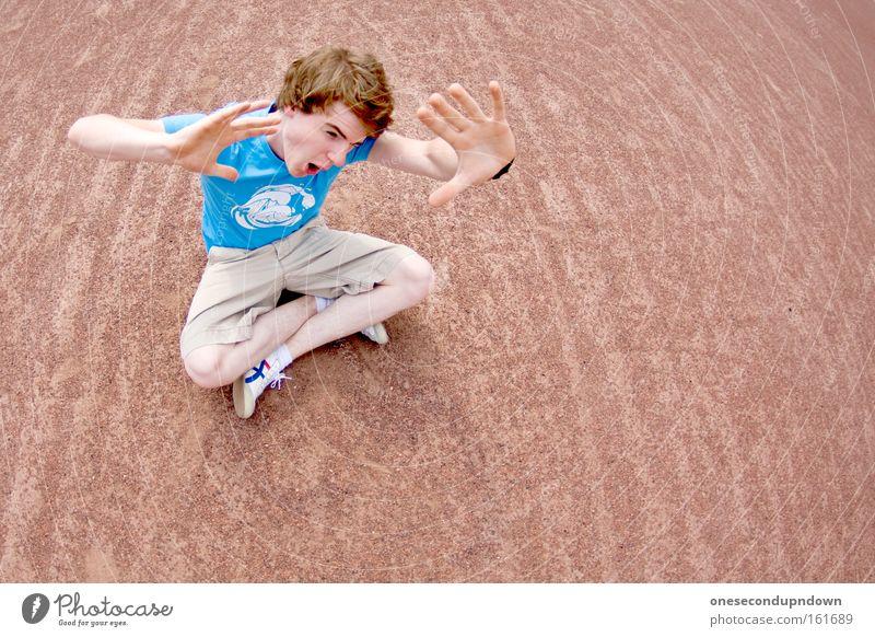 Lass mich Jugendliche Einsamkeit Junge Angst maskulin Schutz Wut schreien Panik Ärger Kind Defensive Brandasche abwehrend Abwehrformation