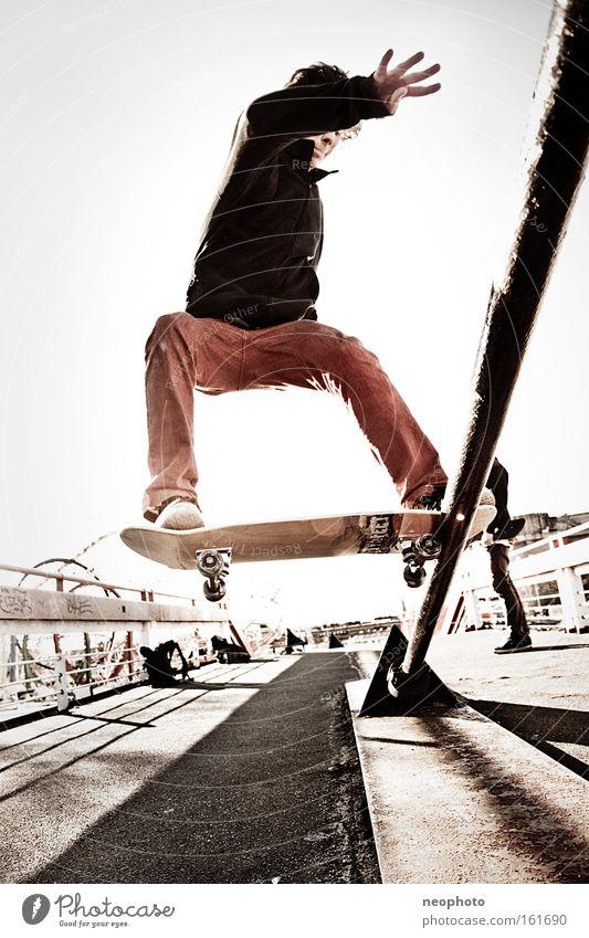 FS Tailslide rot Freude Brücke gefährlich Sicherheit Skateboarding Skateboard Holzbrett Dom Rolle rollen Feierabend Drahtseil Extremsport Rotes Tuch