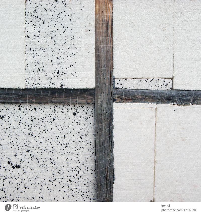 Gebälk Mauer Wand Balken Holz Zeichen Styropor gekreuzt kreuzen Kreuz eckig einfach trist Farbfoto Gedeckte Farben Außenaufnahme Detailaufnahme abstrakt