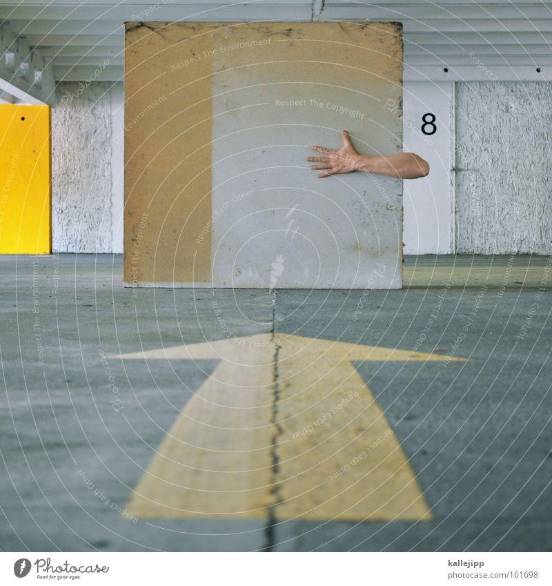 8-armig Mensch Hand gelb grau Haut Arme Bodenbelag Ziffern & Zahlen schreiben Pfeil Riss Parkhaus Körperteile Parkdeck