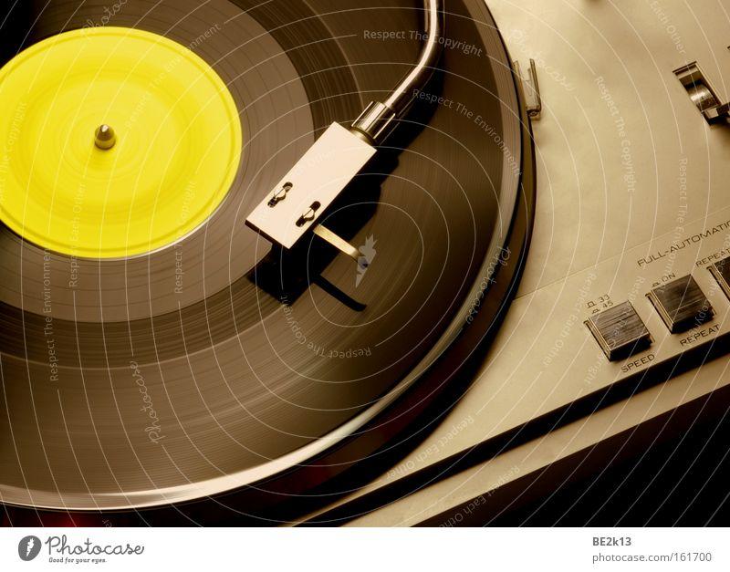 Plattenschall Musik Freizeit & Hobby hören Rockmusik Konzert Club Diskjockey Schallplatte Tonabnehmer Popmusik Rock `n` Roll clubbing Plattenteller