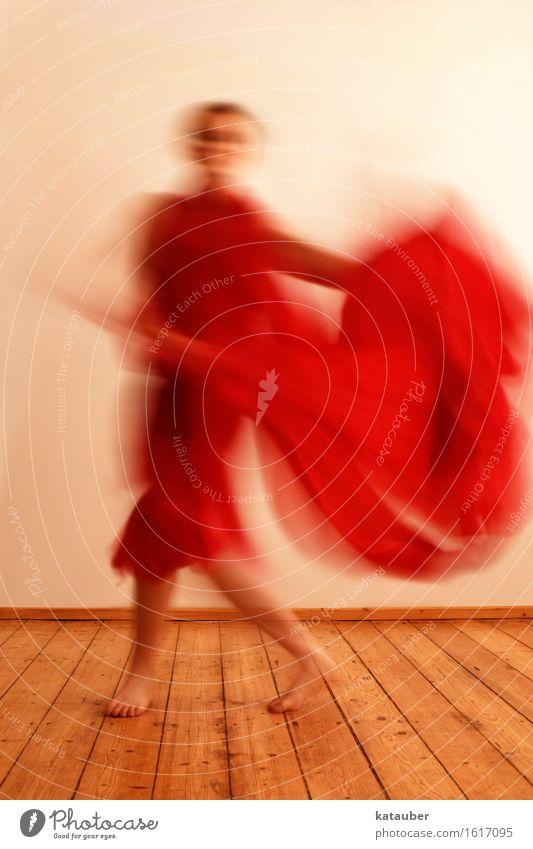 Olé Kunst Tanzen Bewegung ästhetisch sportlich außergewöhnlich rot Tuch Stierkampf Arena Stierkämpfer Freude Brand Spanien ole Frau elegant würdevoll weich